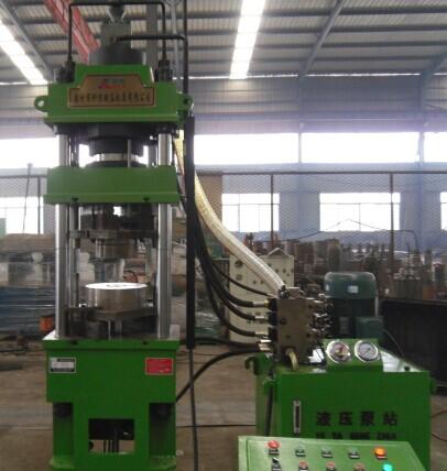 <b>160吨四柱液压机</b>