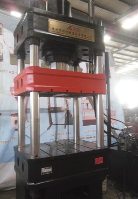 200吨三梁四柱液压机
