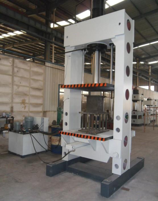 YL22-150吨龙门液压机(带移动工作台)